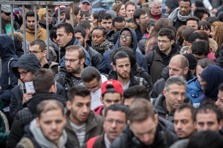 Безработные мигранты на ярмарке вакансий в Берлине