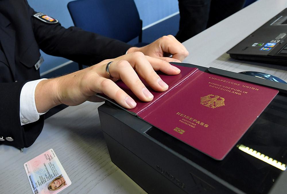 Паспорт сканируется.