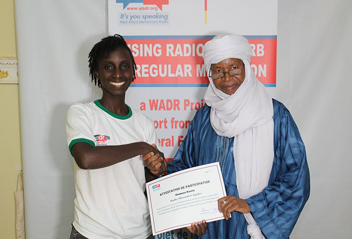 WADR media trainer Mariama Thiam (right) presenting a certificate to a journalist from a community radio in Agadez, the Niger.